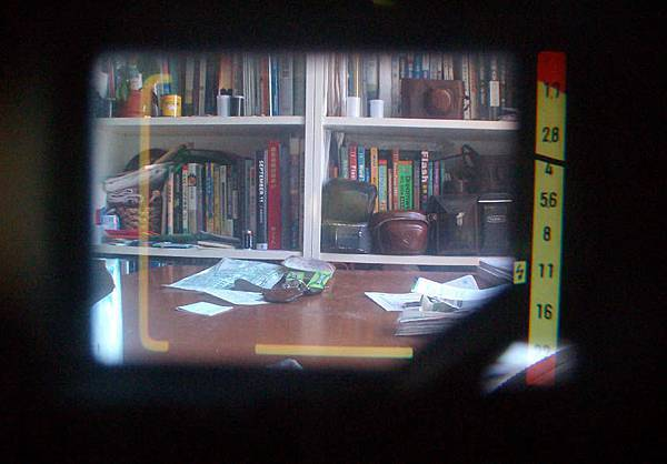 Minolta Hi-Matic 11 viewfinder.jpg