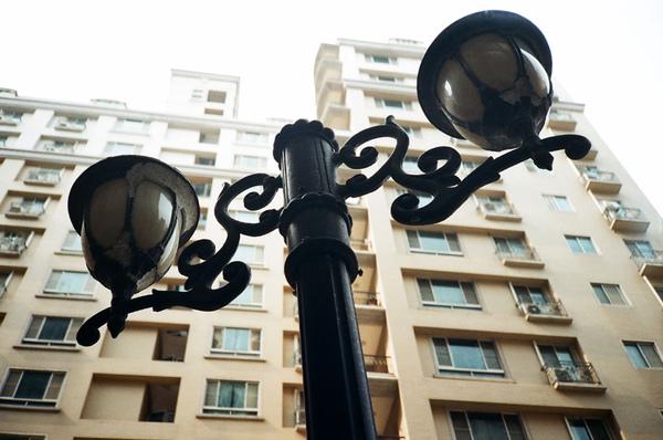 中庭內的街燈.jpg
