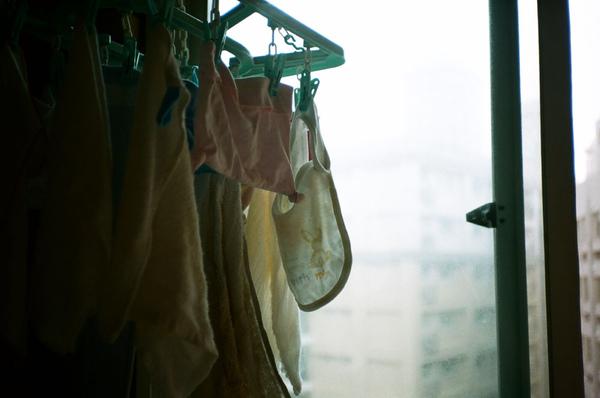 晾掛的寶寶圍巾