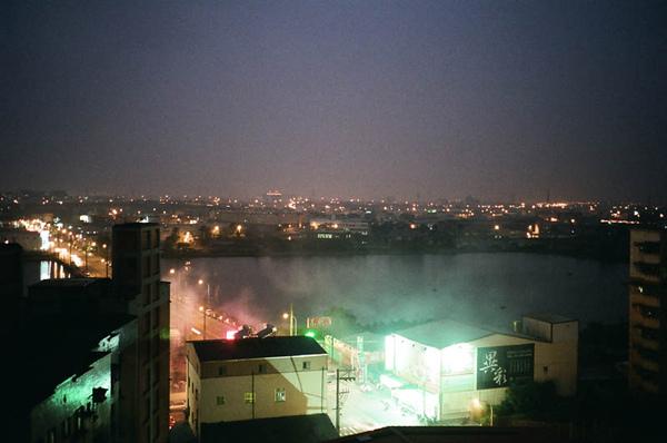 窗邊的夜景