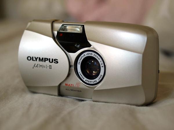 Olympus Mju-II 的側面 45度角側寫