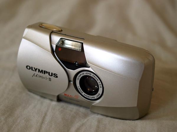 Olympus Mju-II 比側面45度角再高一點來瞧瞧它的倩影!