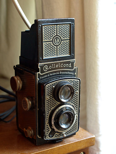 "Rolleicord Type 1 Model 1, the ""Art Deco Rollei"" / 1933~1936"