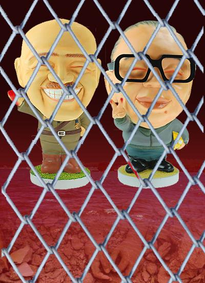 鐵絲網後的兩蔣人偶