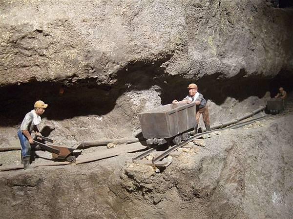 模擬礦坑運作的模型