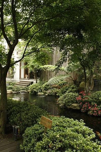 居鳩堂庭院