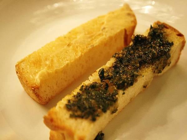 羅勒松子醬麵包/藍波鮭魚醬