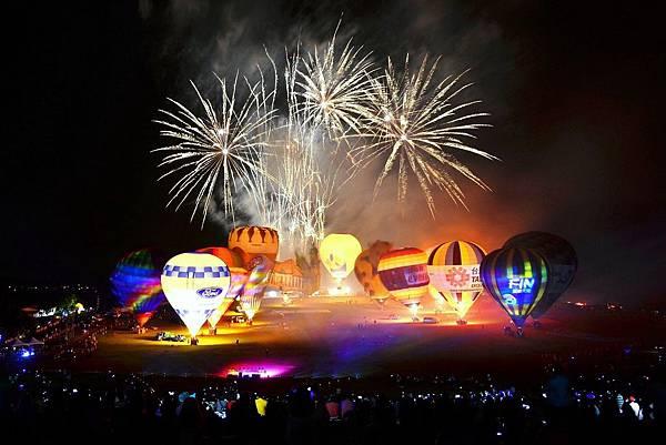 2015熱氣球嘉年華閉幕光雕 (19).jpg