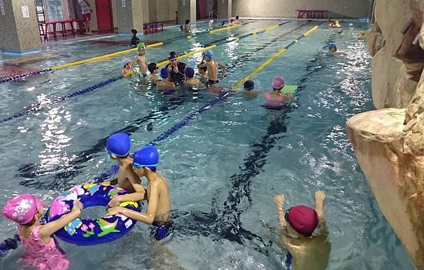 泳池戲水 (8)