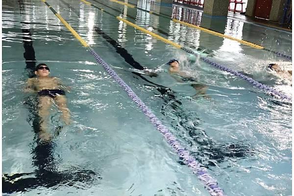 游泳 (1)