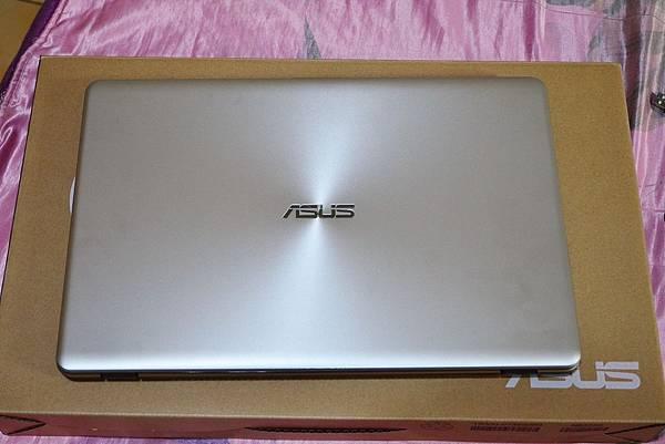 ASUS筆電X542UR (9)