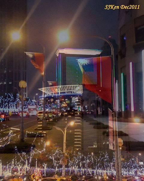 2011.12.17 新北市政府前全台最高耶誕樹周遭街景03