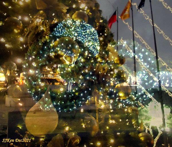 2011.12.10 台北遠企飯店耶誕街景影像重疊02.jpg