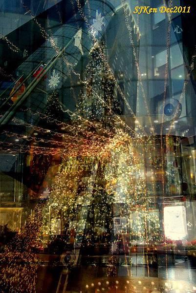 2011.12.10 台北遠企飯店耶誕街景影像重疊03.jpg