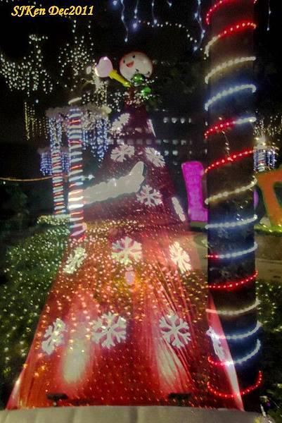 2011-12-17  台北中銀總行耶誕光廊影像重疊01.jpg