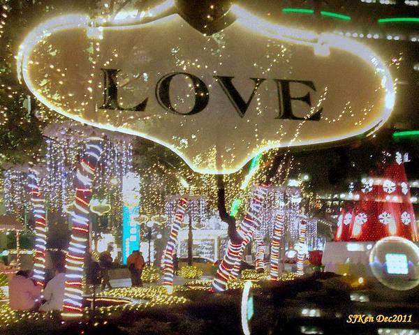 2011-12-17  台北中銀總行耶誕光廊影像重疊03.jpg