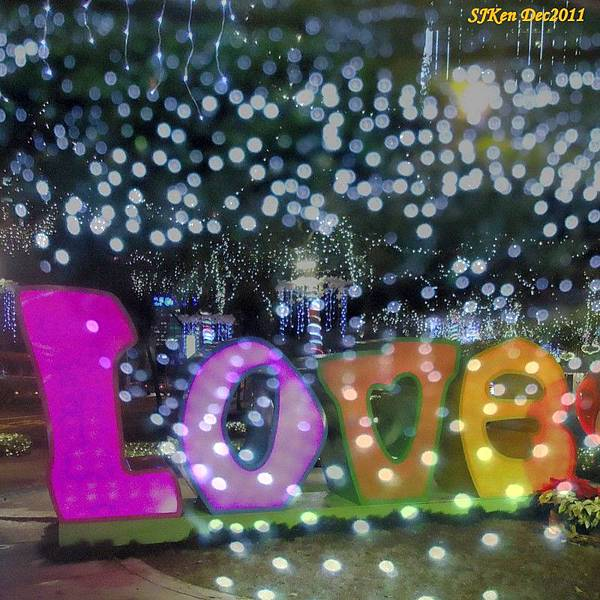 2011-12-17  台北中銀總行耶誕光廊影像重疊04.jpg