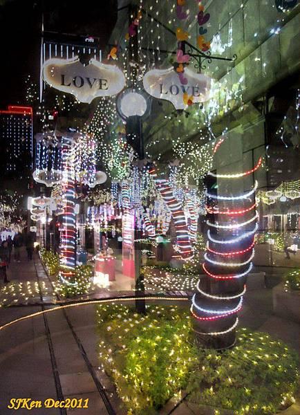 2011-12-17  台北中銀總行耶誕光廊影像重疊05.jpg