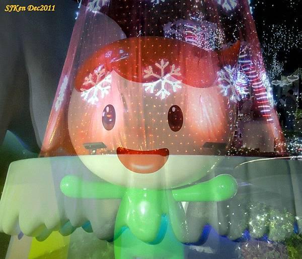 2011-12-17  台北中銀總行耶誕光廊影像重疊10.jpg