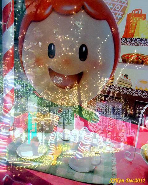 2011-12-17  台北中銀總行耶誕光廊影像重疊11.jpg