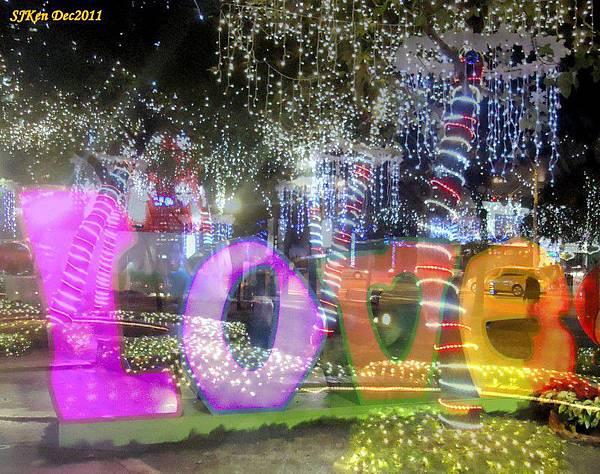 2011-12-17  台北中銀總行耶誕光廊影像重疊13.jpg