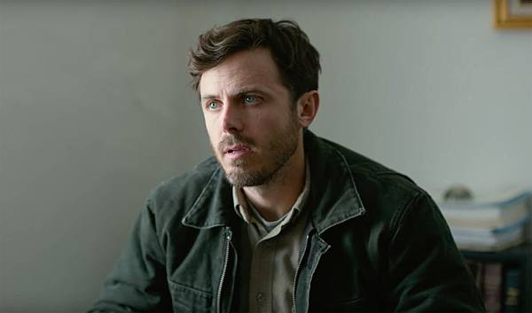 20-Casey-Affleck-in-Manchester-By-The-Sea-Trailer.jpg