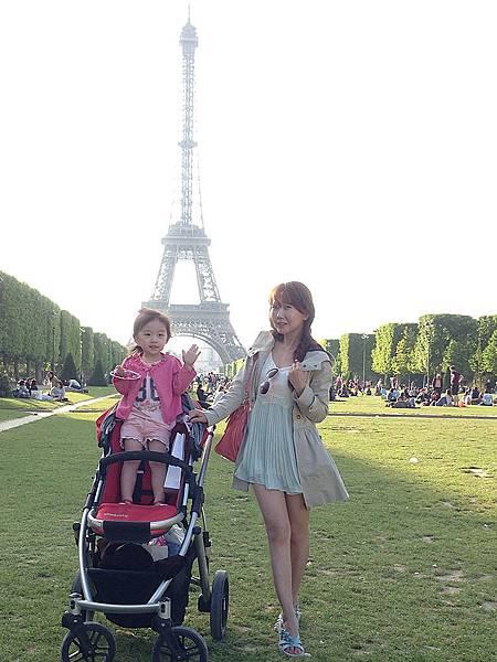 巴黎艾菲爾鐵塔02.jpg