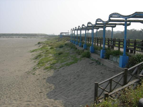 沙灘和單車道.jpg