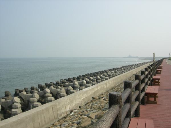 海岸線+木欄杆.jpg