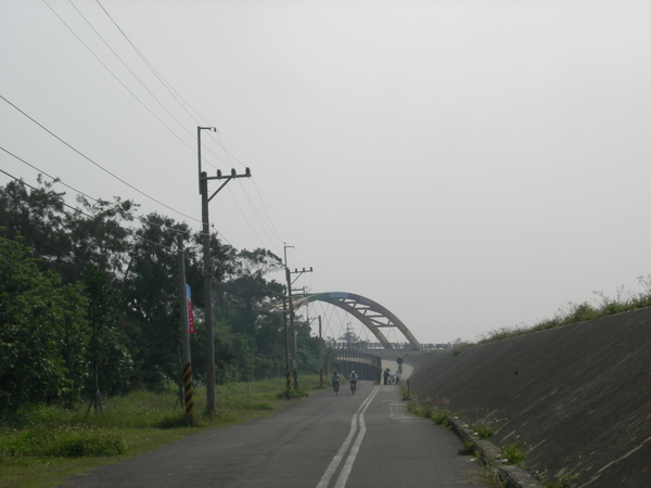 遠方的彩虹橋.jpg