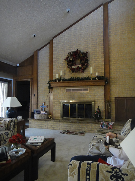 豪宅客廳 因為剛重新裝潢好東西沒有歸位,所以有點亂