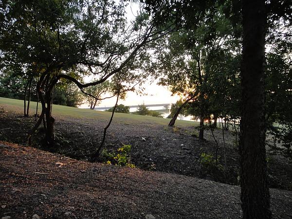 有森林有湖,好像度假村,但走起來真的會罵髒話