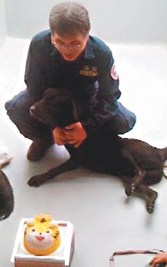 台灣首隻緝毒犬