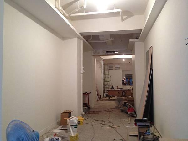 20120831 由櫃檯位置往店內部看