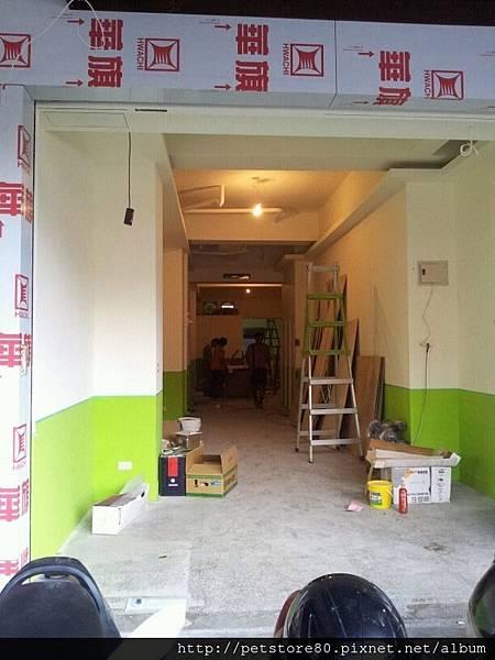 20120904 牆壁上漆囉!