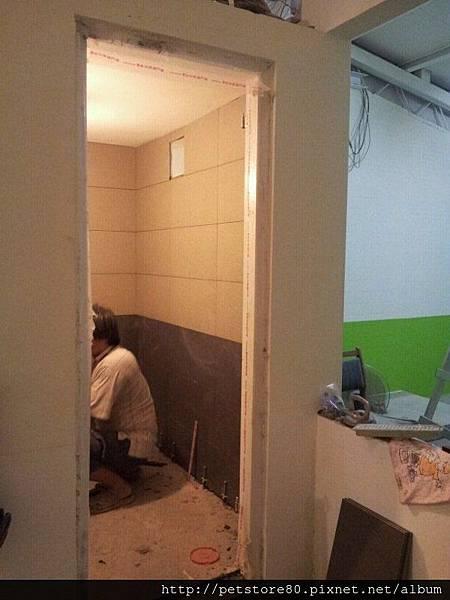 20120904 洗手間牆壁磁磚