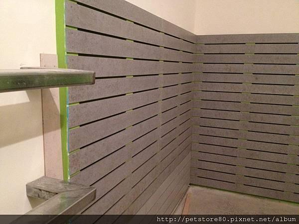 20120907 水泥牆板(零食、牽繩等區)