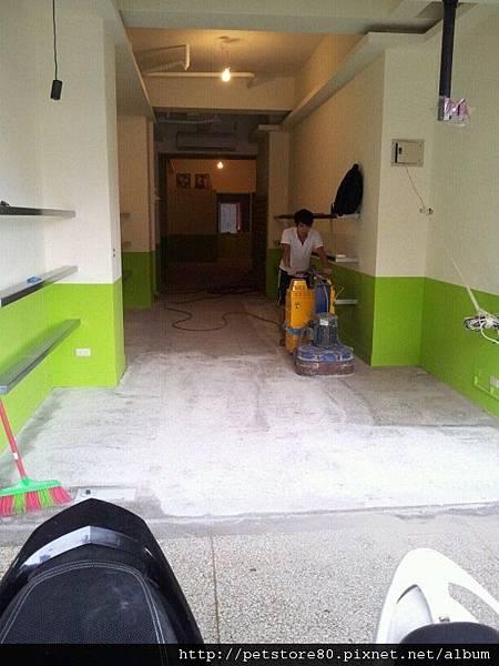 20120913 地板打磨中