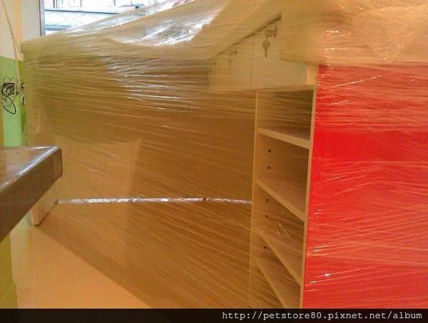 20120914 很寬敞的紅櫃檯