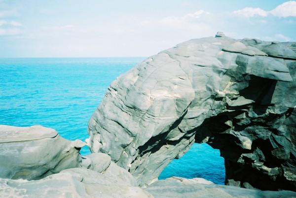 一樣是在深澳岬角。這是個海蝕拱門,似象鼻,又稱「象鼻洞」