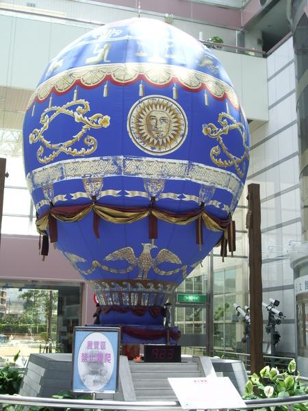 一樓大廳裝飾的熱氣球