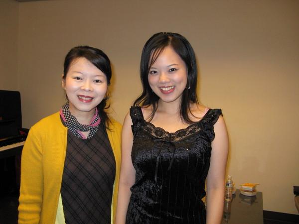 王明和聲樂老師合照