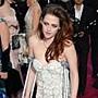 Photos-Oscars-2013-Kristen-Stewart-bequilles-et-robe-couture-Une-arrivee-des-plus-remarquees-!_paysage_460x380