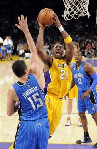 Kobe shot on Hedo.jpg