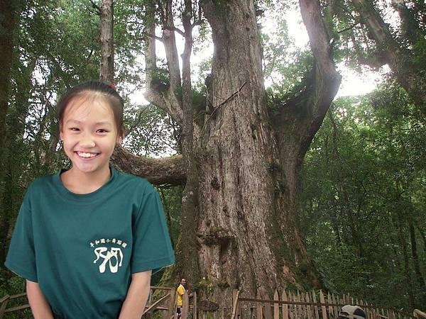 百年神木在身後♠.jpg