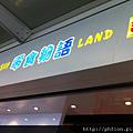 看到這個....忍不住走進去XD  @香港機場