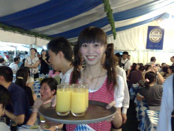 啤酒節喝柳橙汁沒搞錯吧