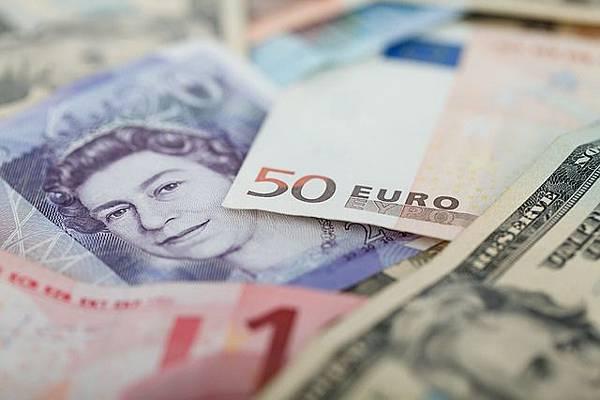 currencies-69522_640.jpg
