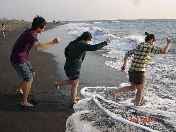 1759034562-海邊奔跑重現.jpg
