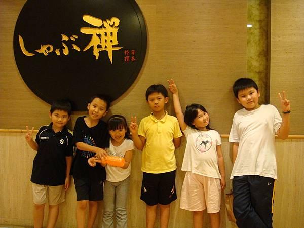 六個小朋友合照